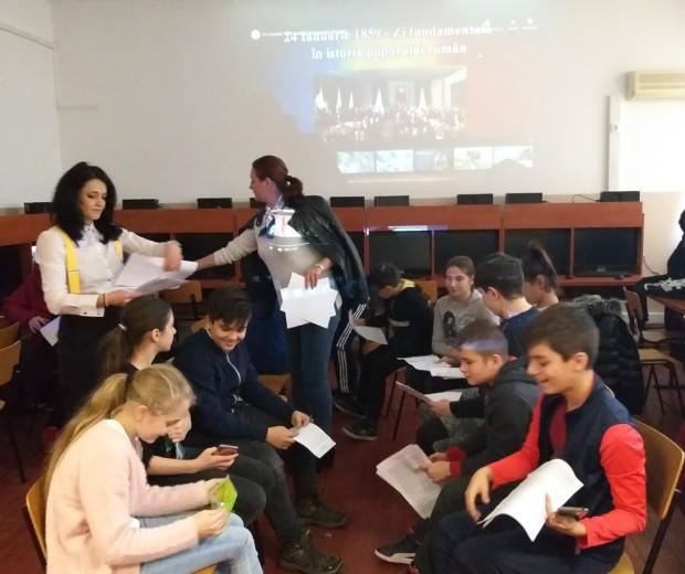 """În fiecare an, la 24 ianuarie, elevii Colegiului Tehnic Feroviar """"Mihai I """" sărbătoresc Unirea Principatelor Române din anul 1859"""